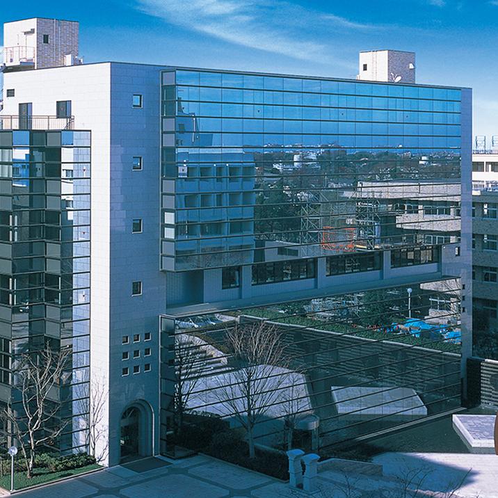写真:聖徳大学8号館(クリスタルホール)